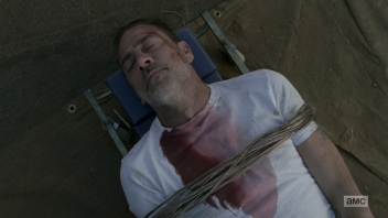 walkingdead814_stillgottameansomething11